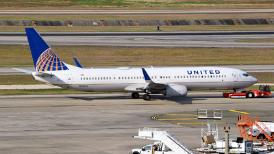 A picture of N39461 - Boeing 737924(ER) - United Airlines - © Rocky Wang