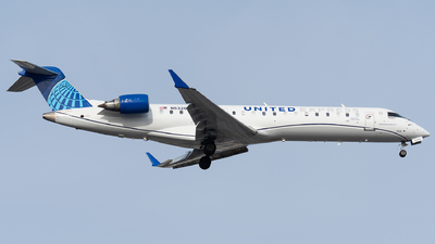 A picture of N532GJ - Mitsubishi CRJ550 - United Airlines - © bill wang