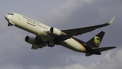A picture of N305UP - Boeing 76734AF(ER) - UPS - © Friedchickenaviation