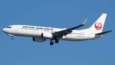 A picture of JA345J - Boeing 737846 - Japan Airlines - © Yoshio Yamagishi