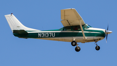 N3137U - Cessna 182F Skylane - Private