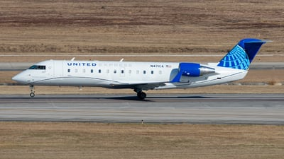 A picture of N471CA - Mitsubishi CRJ200LR - United Airlines - © golfbravo.aviation