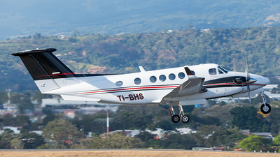 TI-BHS - Beechcraft B200GT Super King Air - Private