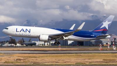 A picture of CCCZZ - Boeing 767316F(ER) - LATAM Cargo Chile - © Carlos Martinez Misle