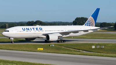N783UA - Boeing 777-222(ER) - United Airlines