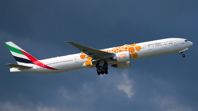 A6-ENM - Boeing 777-31HER - Emirates