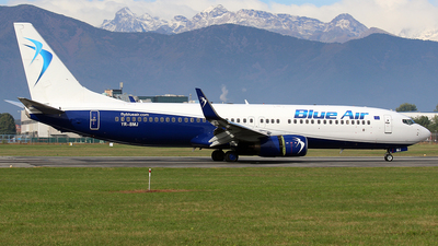 A picture of YRBMJ - Boeing 7378K5 - Blue Air - © La Roche Spotters