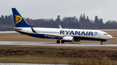 A picture of 9HQAR - Boeing 7378AS - Ryanair - © Julian S.