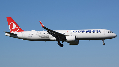 A picture of TCLSR - Airbus A321271NX - Turkish Airlines - © John Fitzpatrick