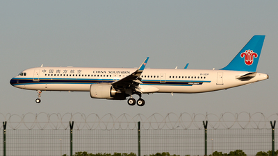 B-323F - Airbus A321-253NX - China Southern Airlines