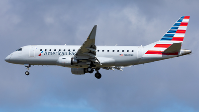 A picture of N209NN - Embraer E175LR - American Airlines - © Sweet Potato