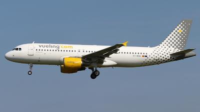 EC-MUM - Airbus A320-214 - Vueling