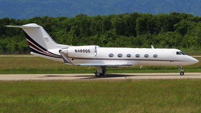 A picture of N489QS - Gulfstream IV - NetJets - © n94504