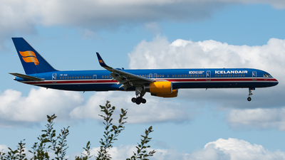 A picture of TFISX - Boeing 7573E7 - Icelandair - © Aaron Vancoillie