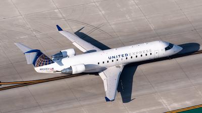 A picture of N937EV - Mitsubishi CRJ200LR - United Airlines - © Ben Suskind