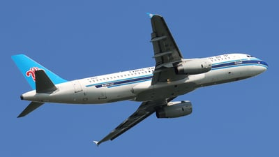 A picture of B9958 - Airbus A320232 - China Southern Airlines - © Carlos Hu