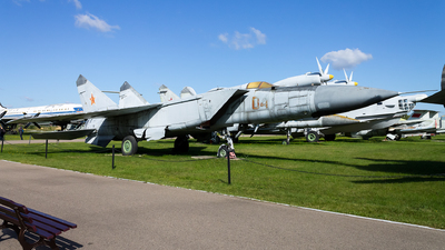 04 - Mikoyan-Gurevich MiG-25PD Foxbat - Russia - Air Force