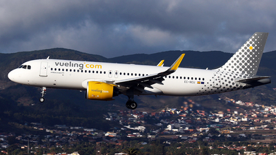 A picture of ECNCU - Airbus A320271N - Vueling - © La Roche Spotters