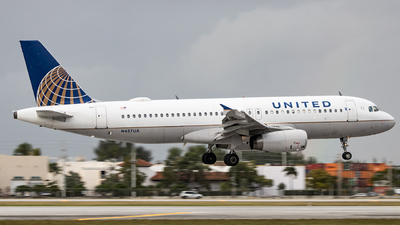 A picture of N437UA - Airbus A320232 - United Airlines - © Mark Brandon