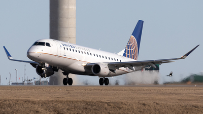 A picture of N138SY - Embraer E175LR - United Airlines - © Mike MacKinnon