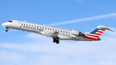 A picture of N751EV - Mitsubishi CRJ701ER - American Airlines - © YoungKyun Shin