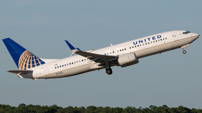A picture of N76502 - Boeing 737824 - United Airlines - © Positive Rate Photography