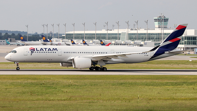 A7-AMC - Airbus A350-941 - Qatar Airways (LATAM Airlines)