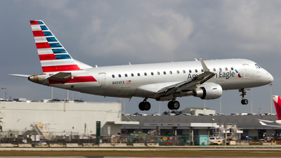A picture of N404YX - Embraer E175LR - American Airlines - © Sotos