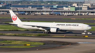 A picture of JA751J - Boeing 777346 - [27654] - © walker2000