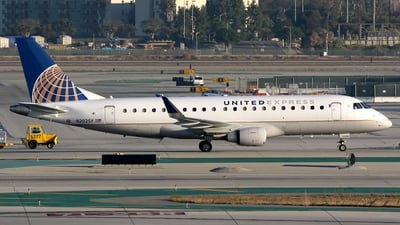 A picture of N202SY - Embraer E175LR - United Airlines - © Stig Rokkones