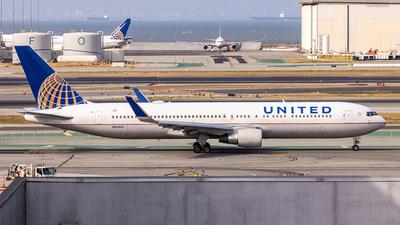 N665UA - Boeing 767-322(ER) - United Airlines