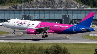 A picture of HALWL - Airbus A320232 - Wizz Air - © Richard Toft