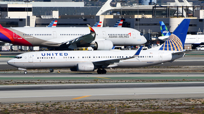 A picture of N68817 - Boeing 737924(ER) - United Airlines - © Rocky Wang