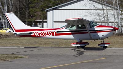 N21207 - Cessna 182P Skylane - Private