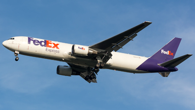 N101FE | Boeing 767-3S2F(ER) | FedEx | Dennis Schramm