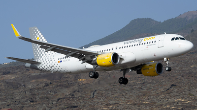 A picture of ECLVO - Airbus A320214 - Vueling - © Luis Rguez