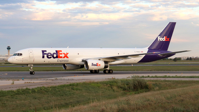 A picture of CFMEU - Boeing 7572B7(SF) - FedEx - © Guy Langlois