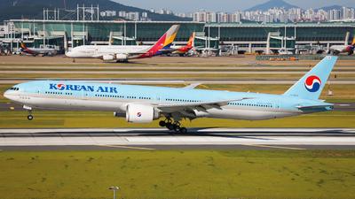 HL8042 - Boeing 777-3B5ER - Korean Air