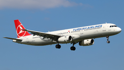 A picture of TCJRZ - Airbus A321231 - Turkish Airlines - © Vitaly Revyakin