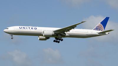 N2136U - Boeing 777-322ER - United Airlines