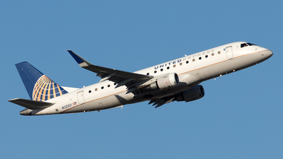 A picture of N125SY - Embraer E175LR - United Airlines - © Yixin Chen