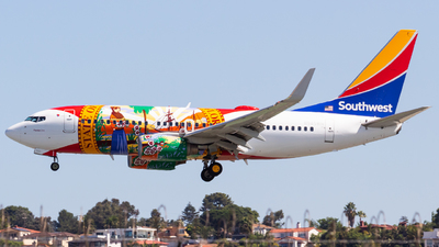 A picture of N945WN - Boeing 7377H4 - Southwest Airlines - © Saul Hannibal