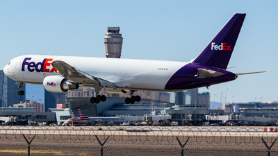A picture of N175FE - Boeing 7673S2F(ER) - FedEx - © Peter Hein