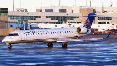 A picture of N793SK - Bombardier CRJ701ER - United Airlines - © Zihaoo W & Donny H Photography