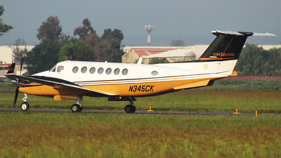A picture of N345CK - Beech 300 Super King Air 350 - [FL18] - © Alejandro Aceves