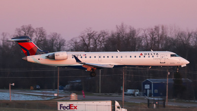 A picture of N379CA - Mitsubishi CRJ701ER - Delta Air Lines - © Kass Betas