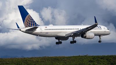 N17133 - Boeing 757-224 - United Airlines
