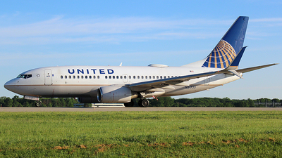 N21723 - Boeing 737-724 - United Airlines