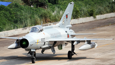 F932 - Chengdu F-7BG - Bangladesh - Air Force