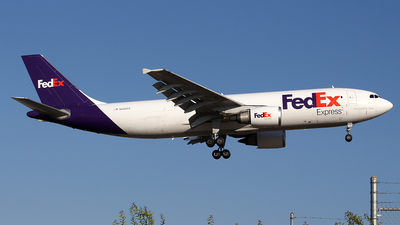 A picture of N686FE - Airbus A300F4605R - FedEx - © Huy Do